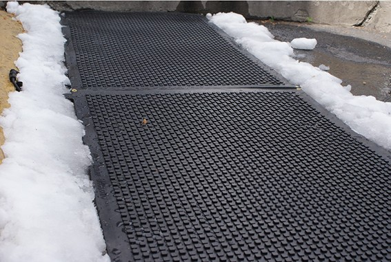 Heavy duty heated walkway mats industrial snow melting mats for Best doormat for snow